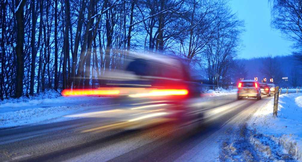 Straßenverkehr im Winter